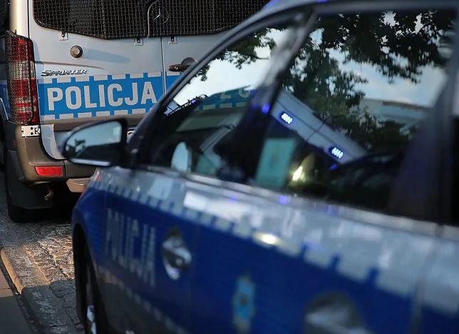 Warszawa. Zderzenie toyoty i volvo. Nieoficjalnie: kierowca uciekł, auto kradzione