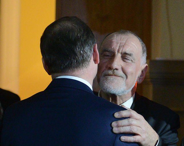 Jan Duda zarabia znacznie lepiej aniżeli jego syn, prezydent Polski