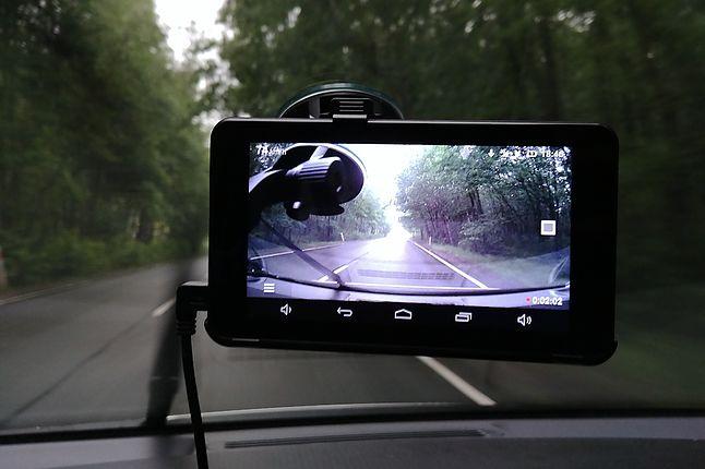 Navitel RE900 Combo, czyli wideorejestrator, nawigacja i tablet z Androidem w jednym.