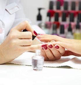 6 przerażających oznak, że jesteś w złym salonie manicure
