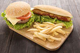 Jedzenie przetworzonego mięsa zwiększa ryzyko raka piersi. Wyniki nowych badań