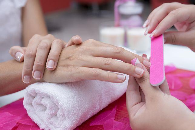 Łatwe w obsłudze zestawy do paznokci. Sposób na weekend z koleżanką