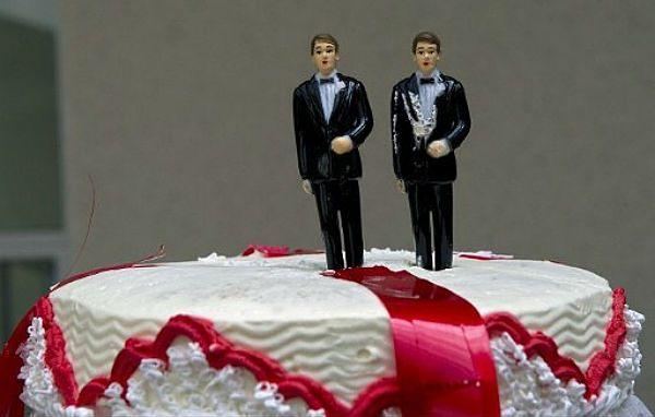Sąd: pary homoseksualne mają prawo do życia rodzinnego