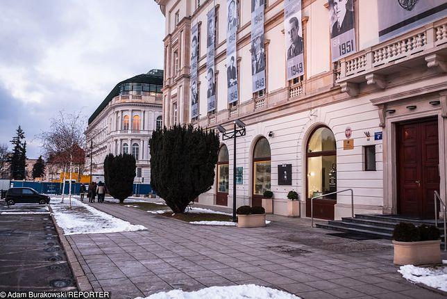Pomnik stanie w miejscu parkingu na pl. Piłsudskiego