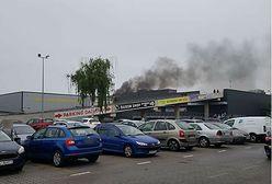 Pożar na dachu galerii handlowej. Ewakuowano CH Załęże