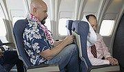 Polacy na zagraniczne wakacje coraz częściej wyruszają samolotem na własną rękę