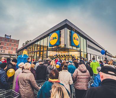 W sobotę odbyła się tradycyjna, coroczna bitwa o torebki w Lidlu