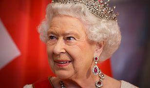 Królowa Elżbieta II w biżuterii