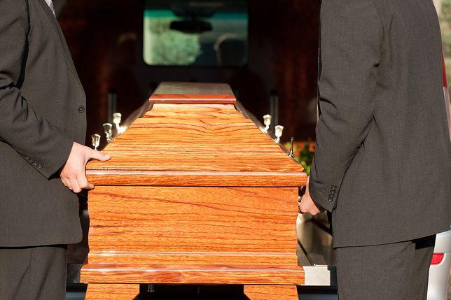Mieszkańcy Brzezin pytają, dlaczego np. w pobliskich Koluszkach ceny za złożenie ciała na cmentarzu są niższe