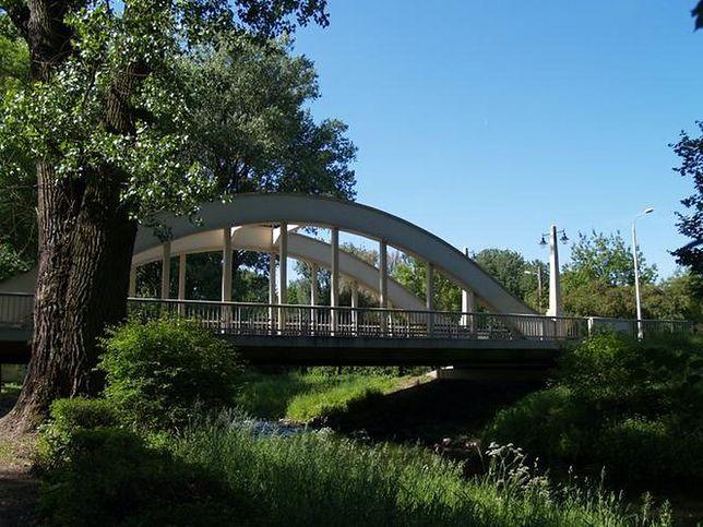 Ciechanów. Most 3 Maja powstał w 1928 roku. Podczas wojny został zburzony, a potem odbudowany. W 2009 roku przeszedł remont, a teraz musiał zostać wycofany z użytku