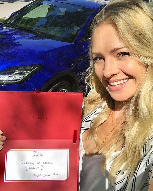 Aktorka pochwaliła się nowym, niebieskim jaguarem