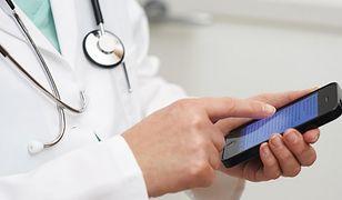 Lekarze rozprzestrzeniają choroby przez smartfony!
