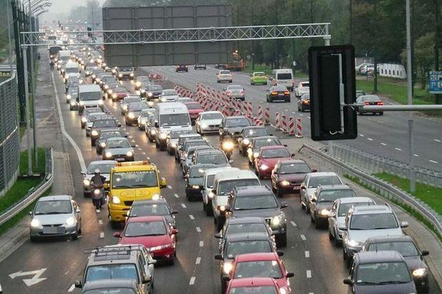 Po Warszawie jeździ się najwolniej. Korki paraliżują stolicę