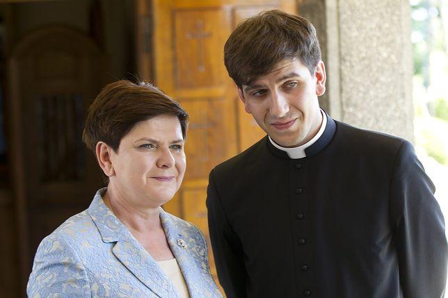 Beata Szydło z synem, ks. Tymoteuszem