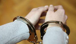 Puławy: 50-latek wielokrotnie gwałcił swoją matkę. Trafi za to do więzienia