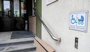 Rzeszowski ratusz nie ma podjazdu dla wózków