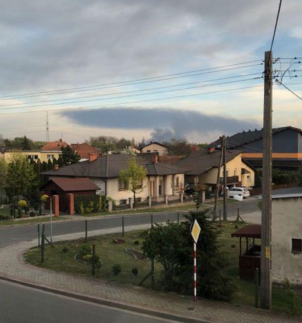 Kędzierzyn-Koźle. Dym z pożaru w Zakładach Azotowych widać z odległości kilkudziesięciu kilometrów