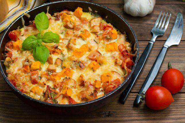 Zapiekanka z mięsem to świetny pomysł na rodzinny obiad lub ciepłą kolację.