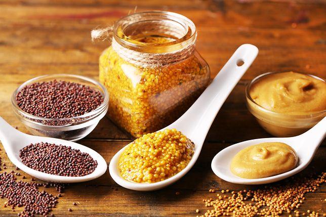 Musztarda to zimny sos, którego głównym składnikiem są ziarna gorczycy – białej, czarnej lub sarepskiej