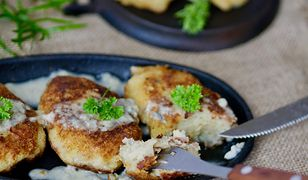 Kotlety ziemniaczane z sosem serowym. Tanio i pysznie