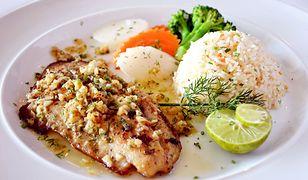 Ryba pieczona z orzechami