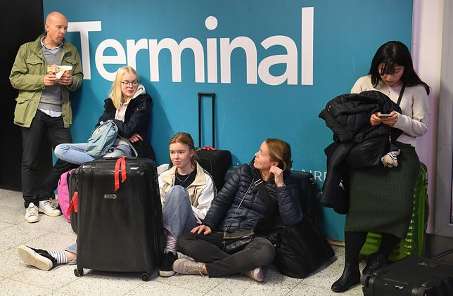 Pasażerowie, którzy utknęli w oczekiwaniu na loty z lotniska Gatwick
