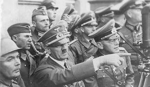 Adolf Hitler obserwuje oblężenie Warszawy. Wrzesień 1939 roku
