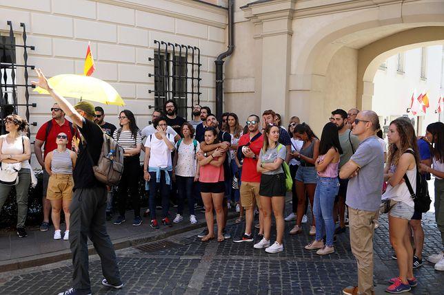 Turyści na warszawskiej starówce