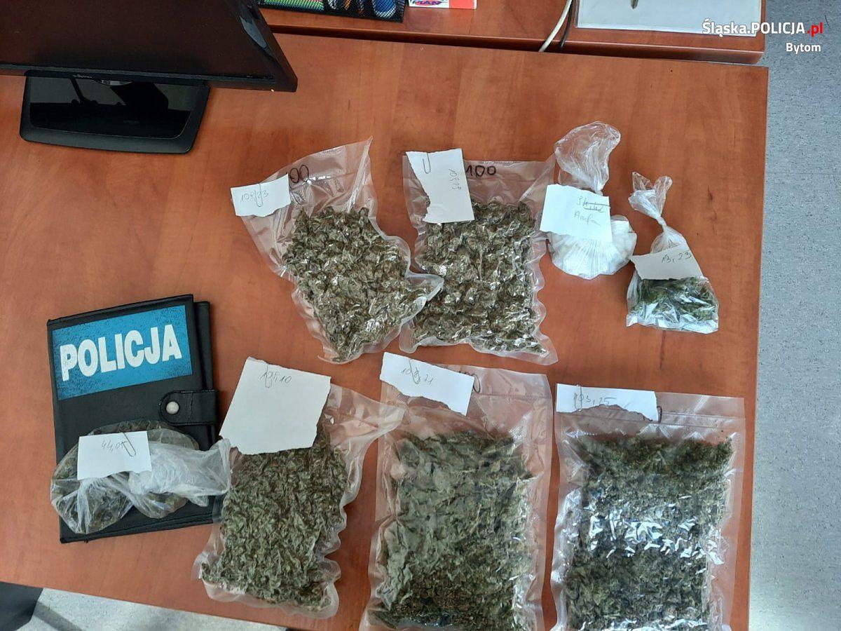 Śląskie. Policjanci z Bytomia i Częstochowy przejęli znaczne ilości narkotyków.