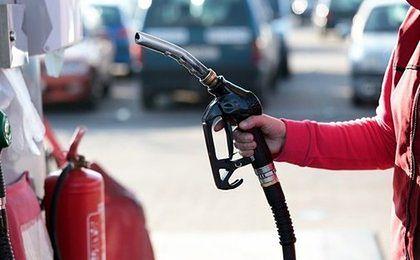 Benzyna o zapachu malin i wanilii. Lotos zadba o nosy klientów