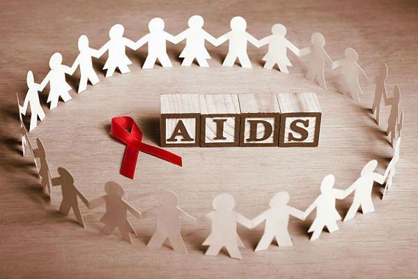 Dyrektor Krajowego Centrum ds. AIDS Anna Marzec-Bogusławska: w Polsce żyje ok. 32-35 tys. osób z HIV