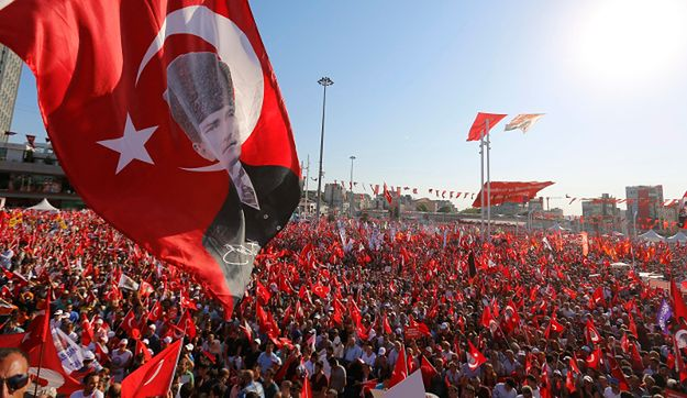 Turcja: setki tysięcy ludzi demonstrowały na placu Taksim w Stambule