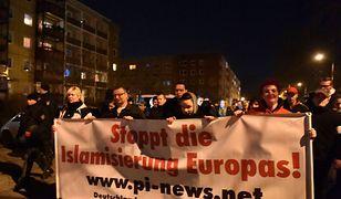 """Niemcy po fali przemocy. Zamienią """"refugees welcome"""" na """"goodbye Merkel""""?"""