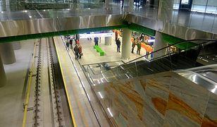 POP-y na II linii metra - na których stacjach?