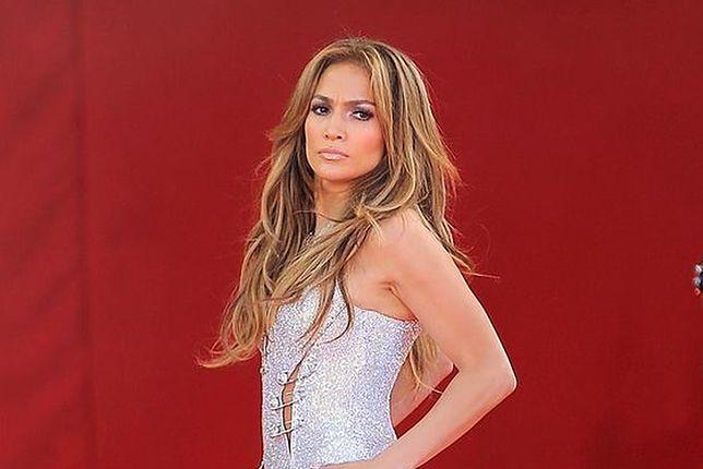 Jennifer Lopez prawie spadła z balkonu, machając do widzów