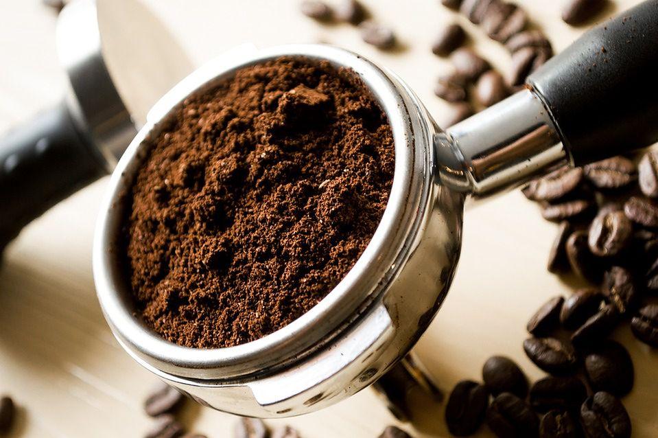 Kawa rozpuszczalna - czy jest szkodliwa? Skład, właściwości, działanie