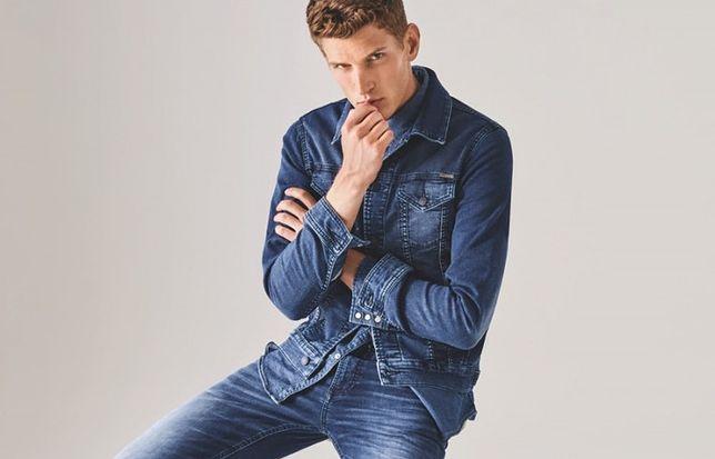 Klasyczny kolor jeansu nigdy nie wychodzi z mody