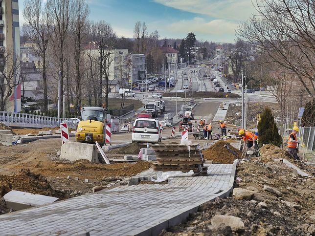 Śląskie. Od piątku 9 kwietnia wprowadzona zostanie tymczasowa organizacja ruchu w związku z przebudową ulicy Cieszyńskiej w Bielsku-Białej.