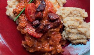 Soczewica z pomidorami. Gulasz z hiszpańskim akcentem