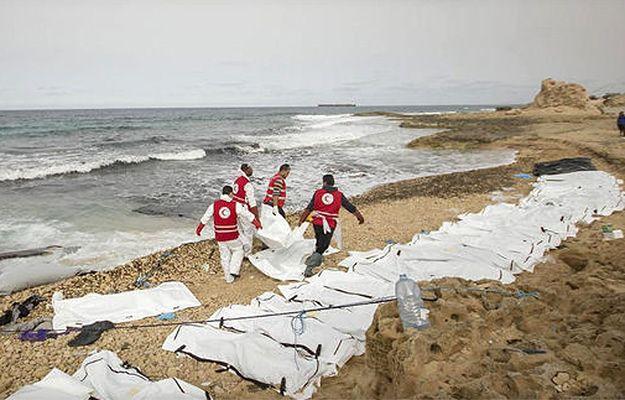 Czerwony Półksiężyc: na wybrzeżu Libii znaleziono zwłoki 74 migrantów
