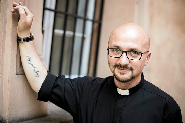 """Ks. Grzegorz Kramer o komentarzach po pogrzebie Kory. """"Chamskie zachowanie"""""""