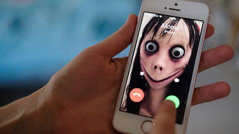 Uwaga na wyzwania lalki Momo. Rozmowa na WhatsAppie prowadzi do kradzieży danych