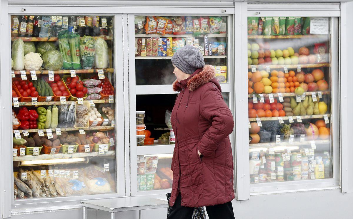 Żywność drastycznie zdrożała. Polacy ograniczają inne zakupy, by kupić jedzenie