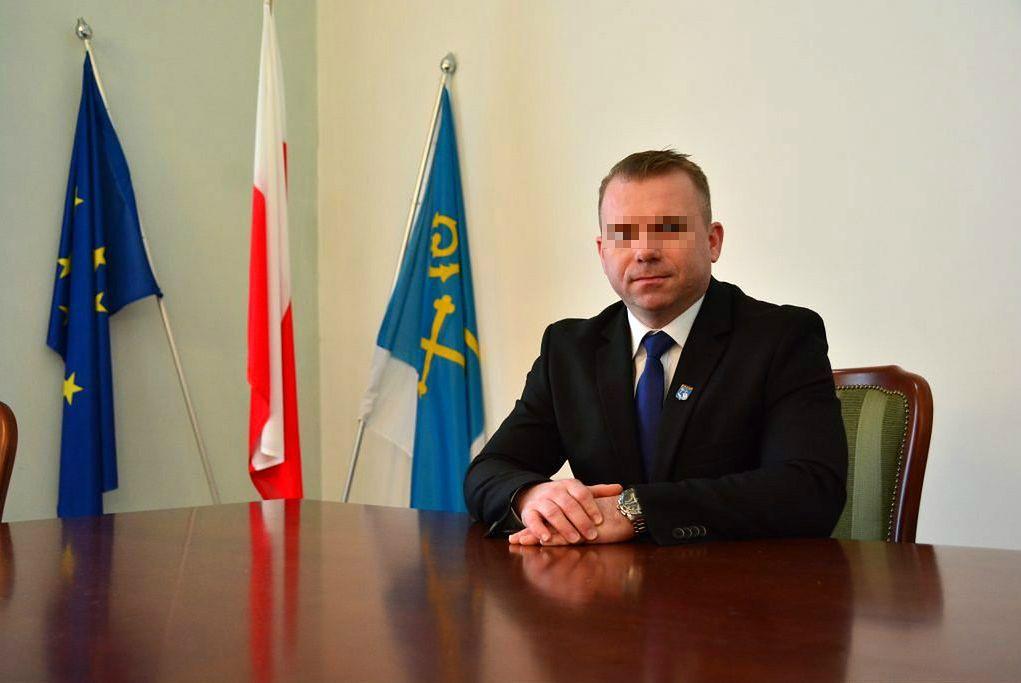 Burmistrz Pułtuska z kolejnym zarzutem. Miał przyjąć 90 tys. zł łapówki