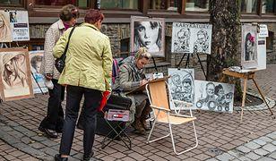 Turystyczne kurorty latem wypełnione są przez ulicznych artystów. Zarówno nad morzem jak i w górach