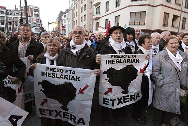 Protestujący sprzeciwiają się decyzji władz w Madrycie