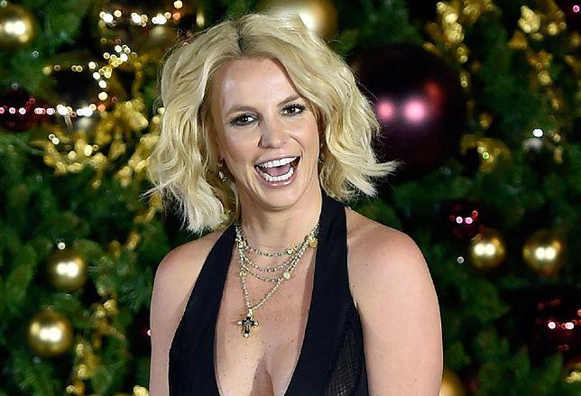 Britmey Spears pozuje topless
