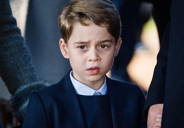 Książę George otrzymuje nietypowe zabawki na urodziny
