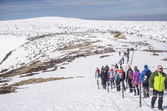 Turyści nieprzygotowani do górskich wycieczek. Bez map i latarek, ale w dżinsach
