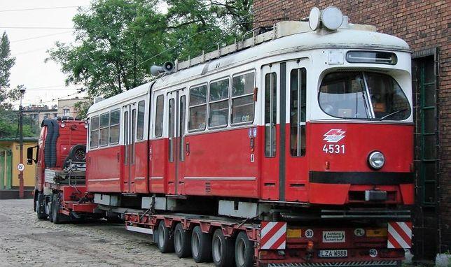Śląskie. Wyprodukowane w latach 70. XX wieku wagony typu E1 15 marca przejdą na emeryturę.